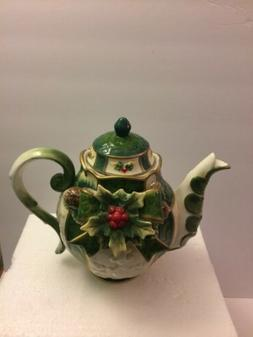 HOLLY TEAPOT Cosmos Gifts 10309 Emerald Holiday Teapot