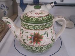 Temp-Tations Old World Poinsettia tea pot GC